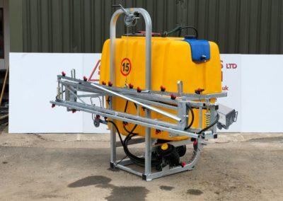 Tractor-mounted-crop-fertiliser-sprayer (3)