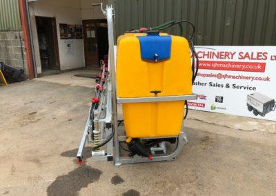 Tractor-mounted-crop-fertiliser-sprayer (4)