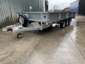 Meredith & Eyre 16 foot flat bed trailer for sale with tri-axles